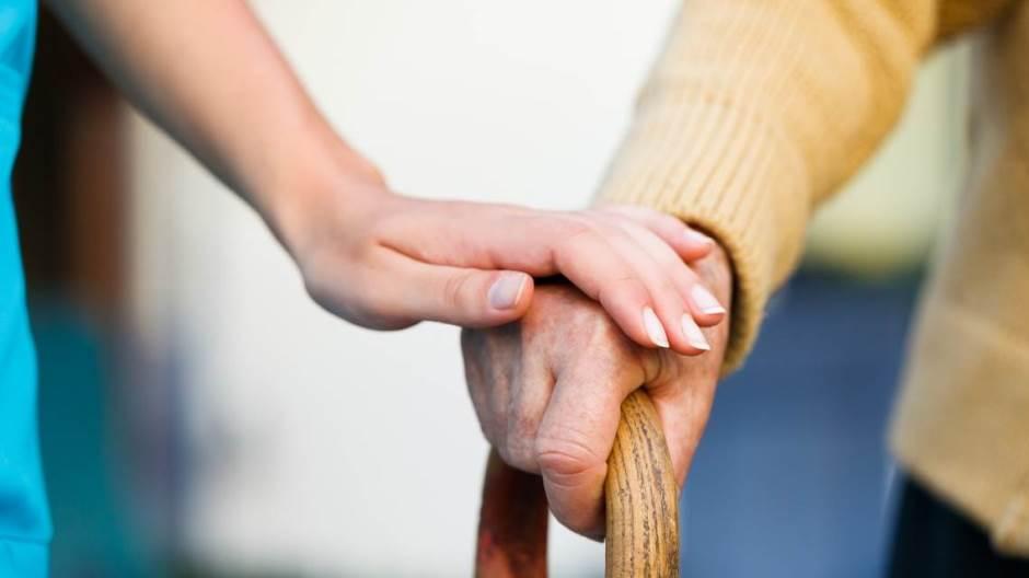 Od danas moguće posete gerontološkim centrima, ne duže od 15 minuta