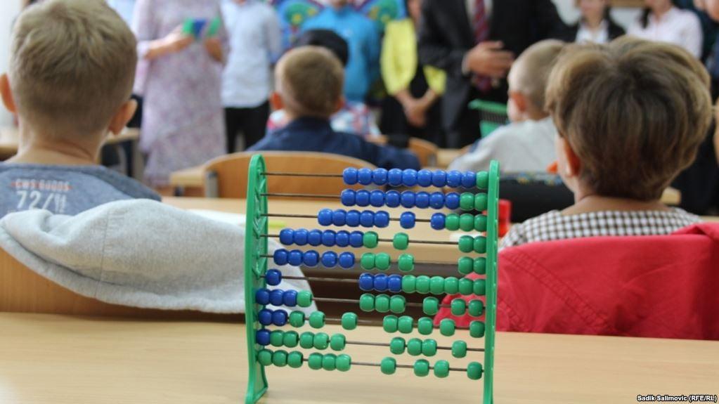 Krizni štab odlučio, učenici nižih razreda od 1. septembra u školskim klupama
