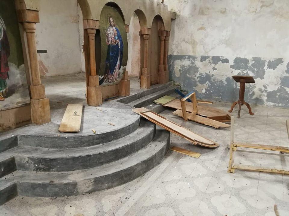 Oskrnavljena crkva Presvete Bogorodice na Kosovu