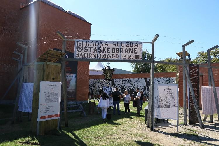 """U Kragujevcu otvorena izložba """" Jasenovac pravo na nezaborav"""""""