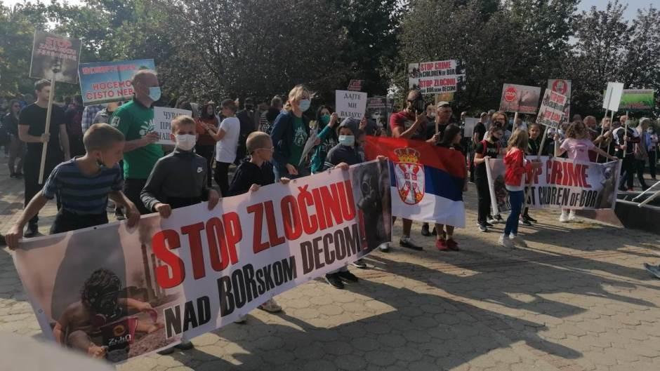 Više hiljada gradjana Bora na protestu zbog zagadjenja iz pogona topionice bakra Zidjin