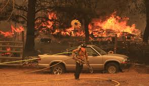 Petnaestoro ljudi stradalo u požarima u SAD, Oregon evakuiše pola miliona ljudi