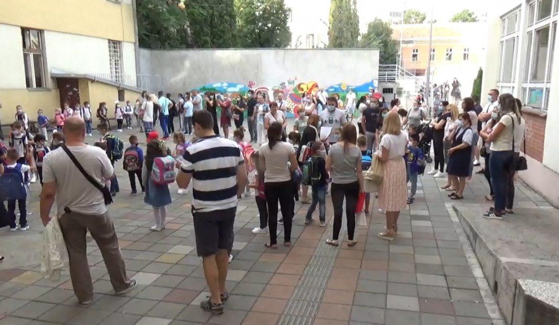 U Srbiji zvanično počela nova školska godina, prvi čas o korona virusu