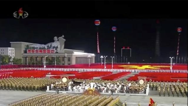 Vlast Severne Koreje godišnjicu partije proslavila noćnom vojnom paradom