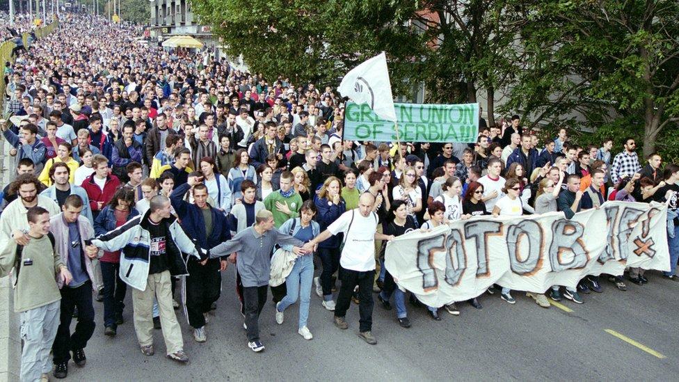 Dvadeseta godišnjica demokratskih promena protiče bez velike pompe