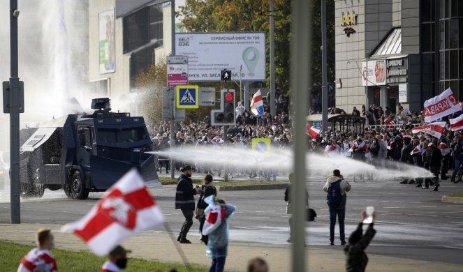 Vodenim topom na demonstrante na ulicama Minska
