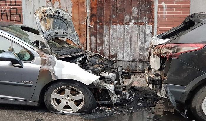 Opozicionom odborniku iz Sremskih Karlovaca zapaljen automobil