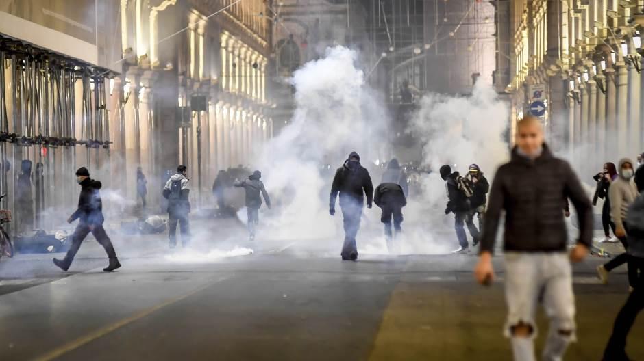 U Italiji demonstarcije zbog uvođenja novih mera u borbi protiv Covid-19