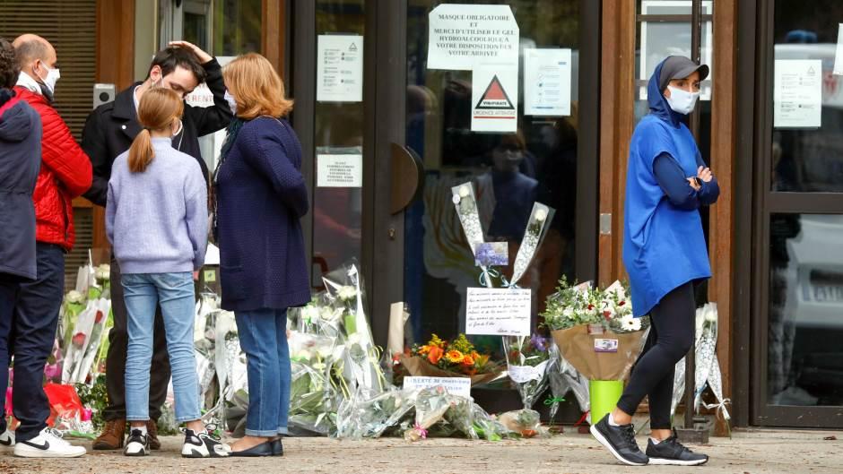 Pariz: Počast ubijenom profesoru