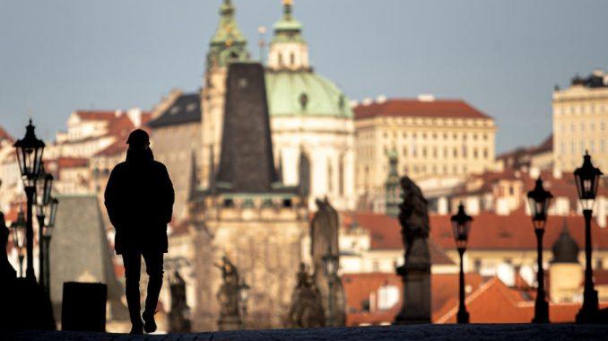 U Češkoj pooštravanje mera zbog skoro 12.000 novozaraženih virusom korona u danu
