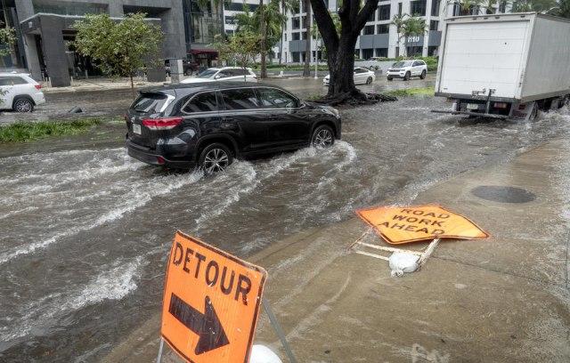 Poplavljena urbana područja na jugu Floride u naletu tropske oluje