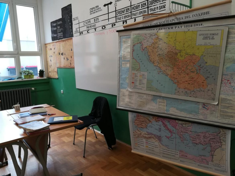 Tri prosvetna sindikata traže prelazak na onlajn nastavu za sve djake i predškolske ustanove