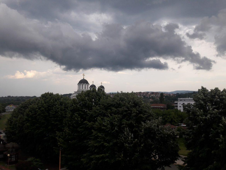 Vreme: zahlađenje i kiša, susnežica na planinama