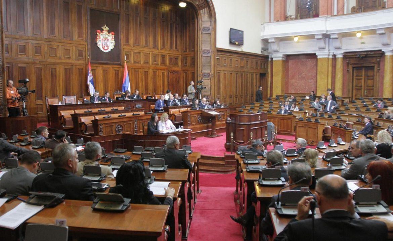 Skupštinsko zasedanje: SNS pohvale Vučićevoj politici