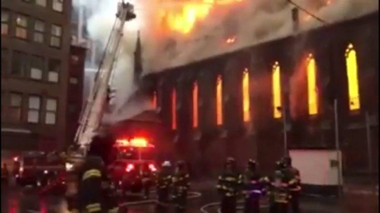 Izgorela crkva na Menhetnu