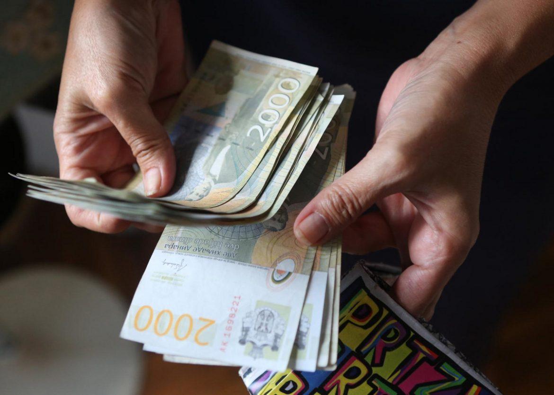 Samostalnim umetnicima od države po 90.000 dinara