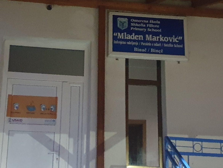 Kosovo: Kamenovana škola u Vitini