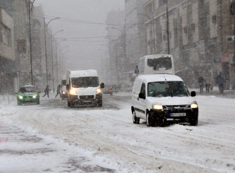 Sneg pada u centralnoj Srbiji, na jugu zemlje problem prave poplave