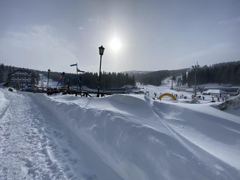 Putevi ka Kopaoniku prohodni, sneg i u Ivanjici i Sjenici