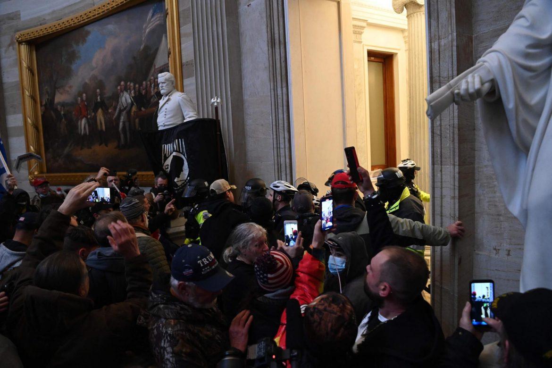 Vašington: Demonstranti u Kongresu