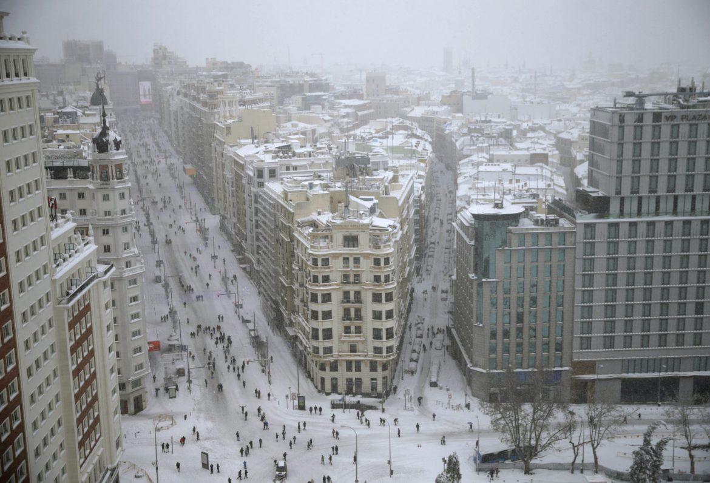 U Španiji trka s vremenom da se ukloni sneg pre novog ledenog talasa