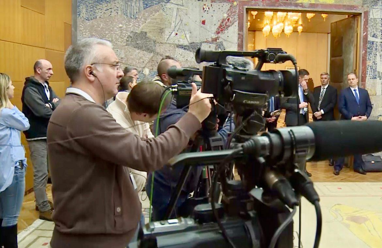UNS: Novinare i snimatelje uvrstiti u prioritetne grupe za vakcinaciju