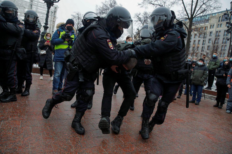 Demonstracije podrške Navaljnom širom Rusije, uhapšena i njegova supruga