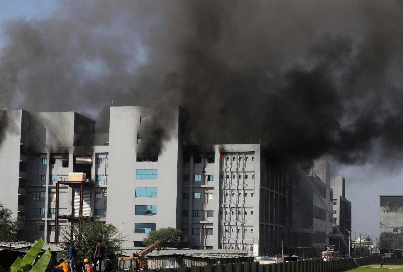 Požar u fabrici vakcina u Indiji