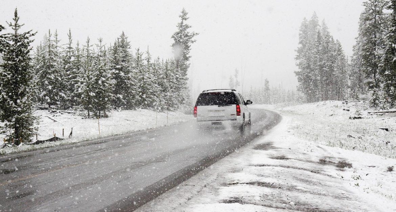 AMSS: Mokri kolovozi, ponegde raskvašen sneg