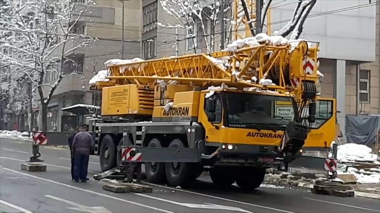 Pukla vodovodna cev u Beogradu, propao autobus
