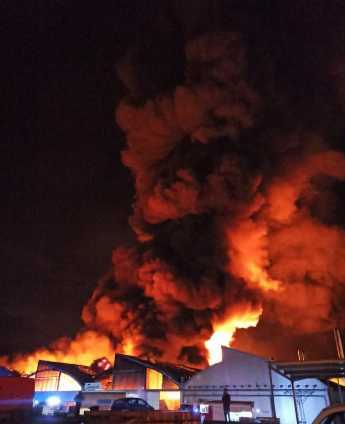 Veliki požar u pogonu fabrike nameštaja u Valjevu
