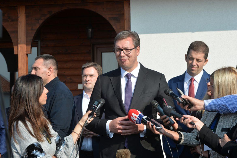 Vučić građanima Kosova obećao novčanu pomoć