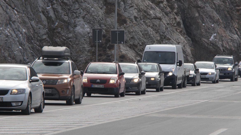 AMSS: Saobraćaj pojačan na prilazima zimskim centrima