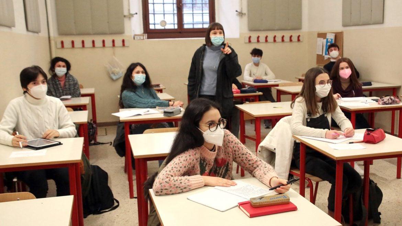 Ministarstvo: U srednje škole u Srbiji nije uveden novi predmet o odbrani