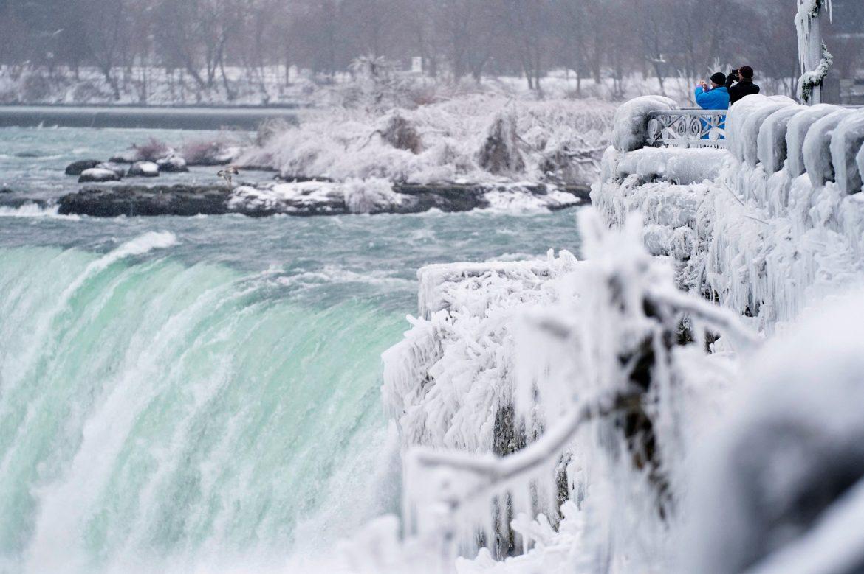 Polarna hladnoća u SAD zaledila Nijagarine vodopade