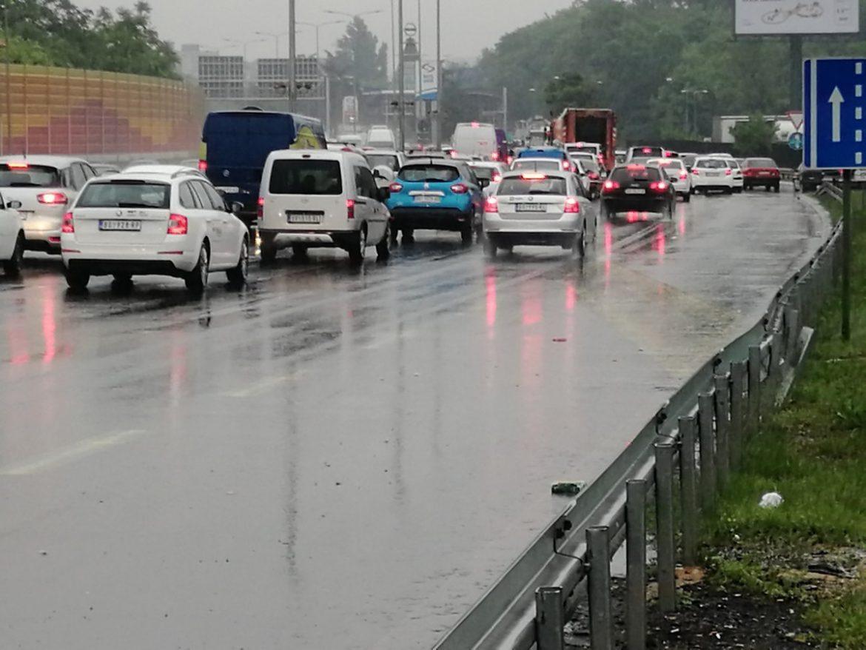 AMSS: Saobraćaj u Srbiji usporen zbog padavina