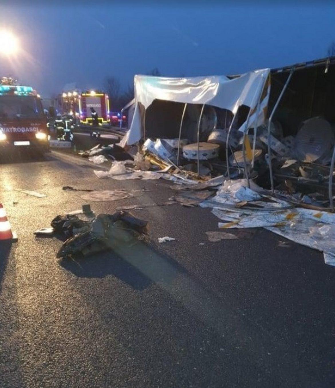 Prevrnuo se kamion iz Srbije u Hrvatskoj, četiri osobe poginule