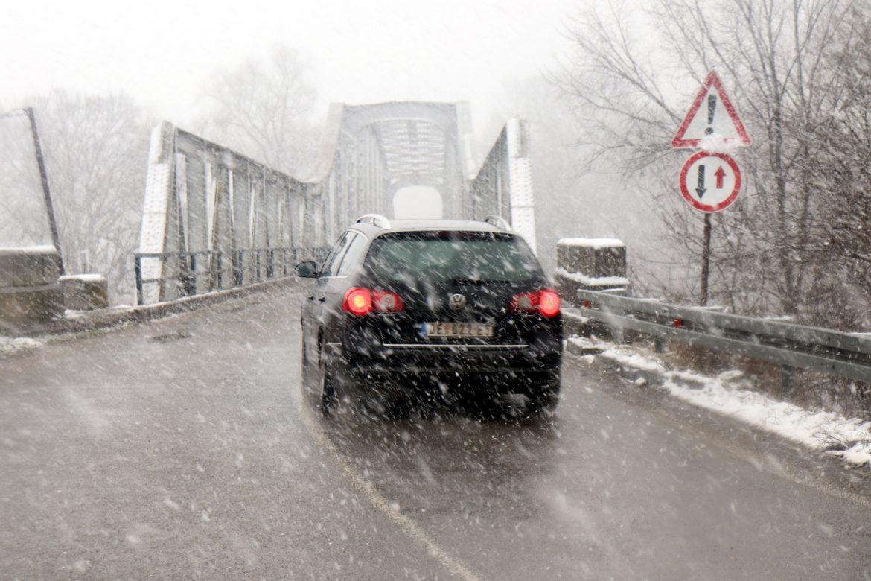AMSS: Saobraćaj umeren, zimski uslovi vožnje