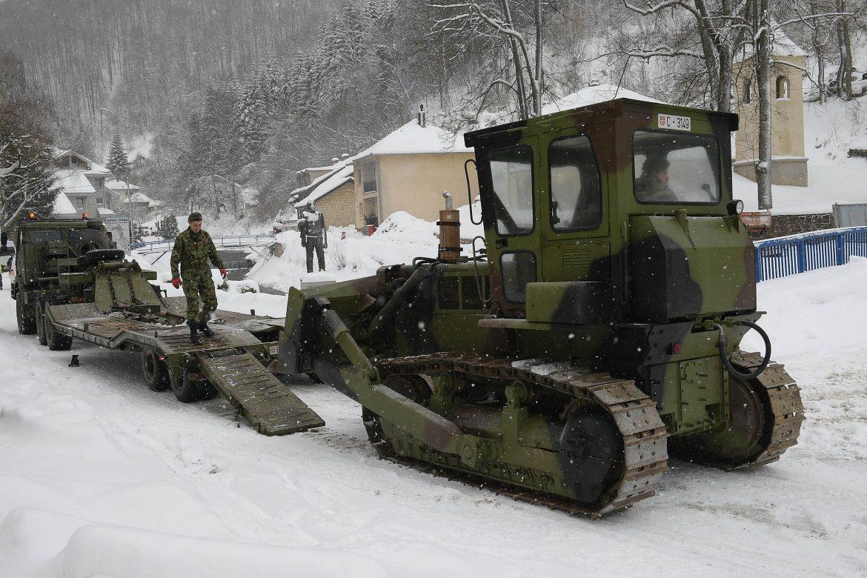 Stefanović stigao u Crnu Travu, vojska čisti zavejane puteve