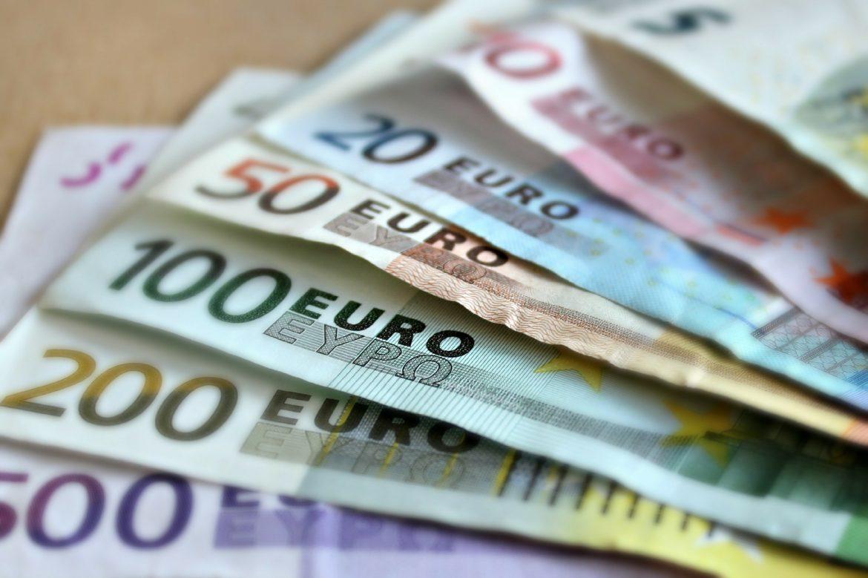 Građani koji su u 2020. zaradili više od 2,98 miliona dinara porez prijavljuju do 17. maja