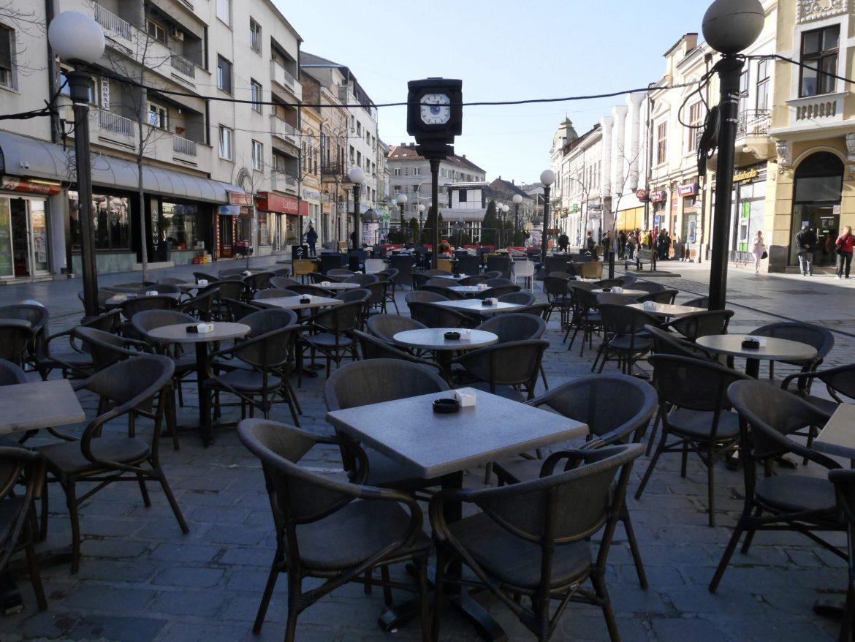 Danas zatvoreni kafići i tržni centri, ostale usluge dostupne građanima