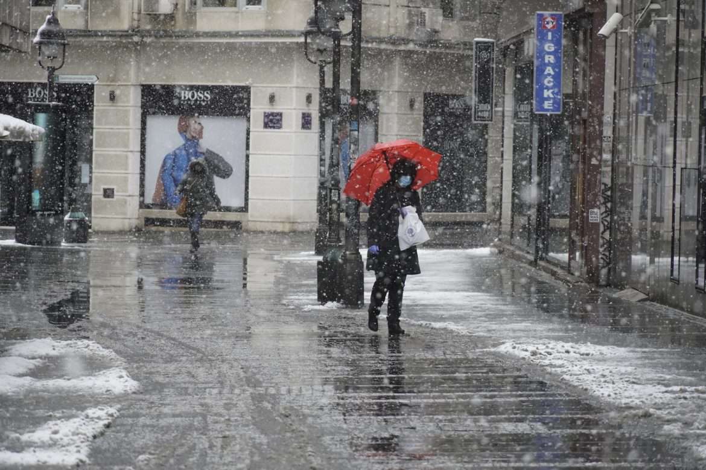 Danas slab sneg i teperatura do 10 stepeni, popodne razvedravanje