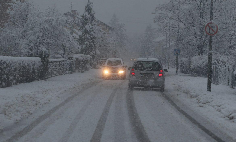 AMSS: Na većini puteva zimski uslovi za vožnju
