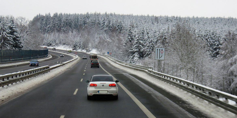 Putevi Srbije upozoravaju na mokre kolovoze i maglu