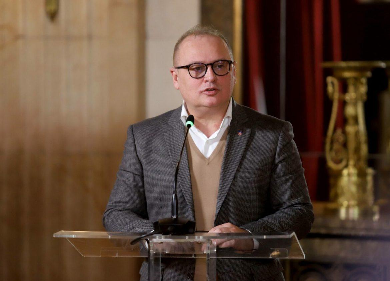 Vesić se izvinio na Fejsbuku jer je kršio epidemiološke mere na proslavi Crvene zvezde