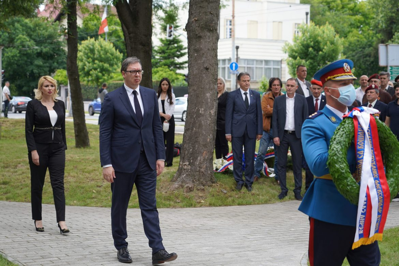 Vučić stigao u Brisel, sutra razgovor sa Kurtijem