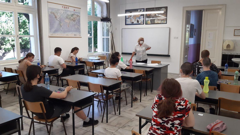 Mali maturanti dana polažu test iz matematike