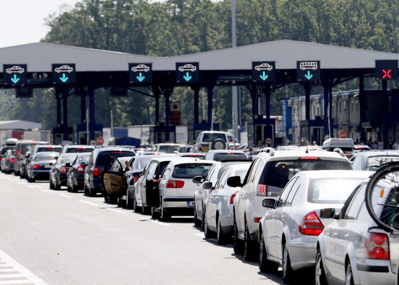 AMSS: Pojačan saobraćaj, zadržavanja na većini graničnih prelaza oko sat