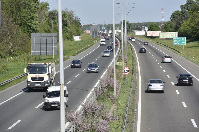 AMSS: Umeren saobraćaj i dobra prohodnost, oprez zbog moguće kiše