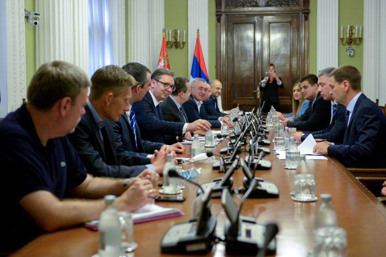 Vučić prisustvuje stranačkom dijalogu